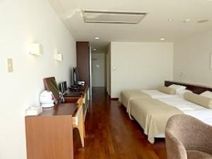 ホテルセトレ神戸・舞子の部屋の奥から見たベッドスペース