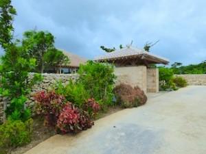 星のや竹富島のホテル入口