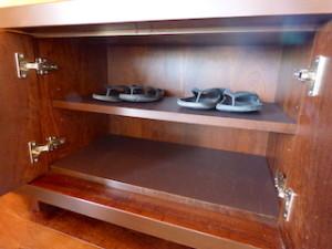 星のや竹富島の部屋ガジョーニの入口鏡台の下部