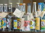 星のや竹富島のゆんたくラウンジ内のバーの泡盛ボトル
