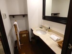 星野リゾートリゾナーレ西表島の部屋の洗面台全体