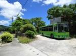 石垣島、伊原間バス停のバス