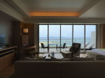 ホテルオリオンモトブリゾート&スパの部屋のリビングからの外の眺め