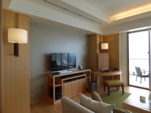 ホテルオリオンモトブリゾート&スパの部屋のリビングテレビ側