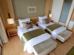 ホテルオリオンモトブリゾート&スパの部屋のベッドスペース