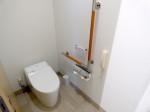 ホテルオリオンモトブリゾート&スパの部屋のトイレ