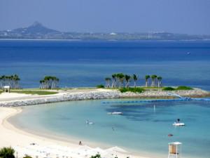 ホテルオリオンモトブリゾート&スパの部屋からの眺め、伊江島とエメラルドビーチ
