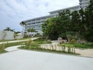 ホテルオリオンモトブリゾート&スパの琉球庭園の道