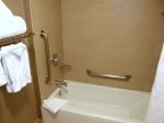 ホリデイインニューアークエアポート(アメリカニューアーク)の部屋のバスルームバスタブ