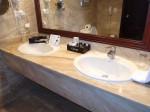 オーシャンブルー&サンド(ドミニカ共和国プンタカーナ)の部屋のバスルーム洗面台