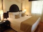 パラディサス・プンタカーナ・リゾート(ドミニカ共和国プンタカーナ)の部屋のベッド部分