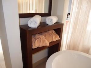 シークレッツ・セント・ジェームズ・モンテゴベイ(ジャマイカ・モンテゴベイ) Secrets St. James Montego Bay(Montego Bay, Jamaica)の部屋のバスルームタオル類