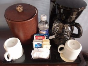 シークレッツ・セント・ジェームズ・モンテゴベイ(ジャマイカ・モンテゴベイ) Secrets St. James Montego Bay(Montego Bay, Jamaica)の部屋のコーヒーセット