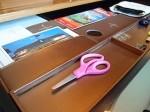 ザ・フラトンベイホテル(シンガポール)の部屋のライティングデスク文具類