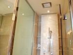 ザ・フラトンベイホテル(シンガポール)の部屋のバスルームシャワー
