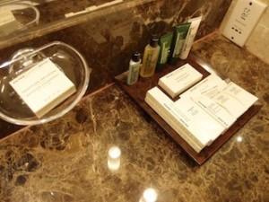 ヒルトンシンガポール(シンガポール)の部屋のバスルーム洗面台アメニティ