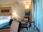 マリーナベイサンズホテル(シンガポール)の部屋のリビングスペース