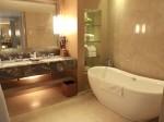 マリーナベイサンズホテル(シンガポール)の部屋のバスルームバスタブ