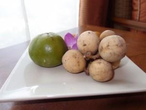 シャングリ・ラホテルチェンマイ(タイ、チェンマイ)の部屋のウェルカムフルーツ