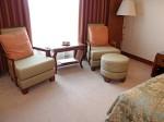 シャングリ・ラホテルチェンマイ(タイ、チェンマイ)の部屋のソファ