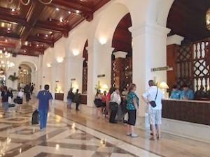 マニラホテル(フィリピン・マニラ)のフロント