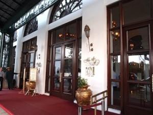 マニラホテル(フィリピン・マニラ)の玄関、コロニアル