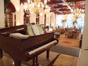 マニラホテル(フィリピン・マニラ)のロビーフロアピアノ