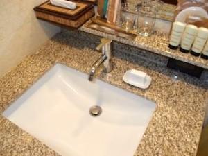 マニラホテル(フィリピン・マニラ)の部屋の洗面台