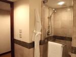 ザ・ペニンシュラマニラ(フィリピン・マニラ)の部屋のバスルーム、シャワー室