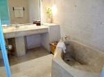 プランテーションベイリゾート&スパ(フィリピン・マクタン島)の部屋のバスルーム内