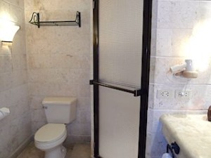 プランテーションベイリゾート&スパ(フィリピン・マクタン島)の部屋のバスルームトイレ部分
