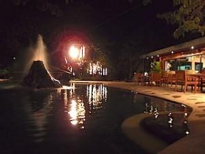 プランテーションベイリゾート&スパ(フィリピン・マクタン島)のプール夜景