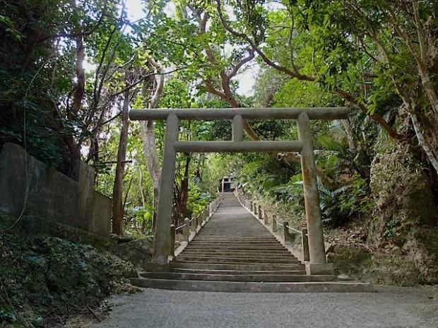沖縄県の浜比嘉島にあるシルミチュー霊場