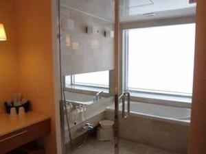 ザ・ビーチタワー沖縄のバスルーム内、シャワー
