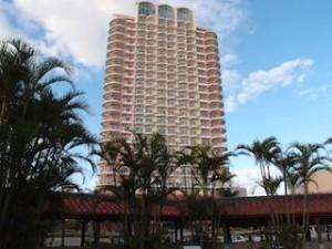 ザ・ビーチタワー沖縄のスパ「ちゅらーゆ」からみたホテル外観