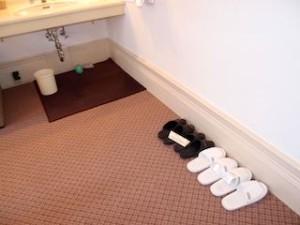 富士屋ホテルの西洋館の92号室の洗面台下