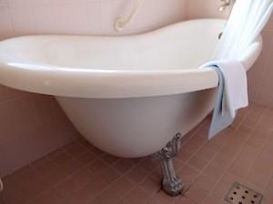 富士屋ホテルの西洋館の92号室のバスルームバスタブ