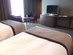 ホテルニューオータニの部屋のベッドサイドからのテレビ