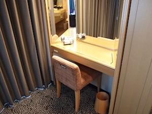 ホテルニューオータニの部屋のドレッシングデスク全体