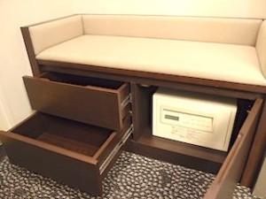 ホテルニューオータニの部屋の荷物置き場下の金庫