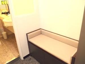 ホテルニューオータニの部屋の荷物置き場