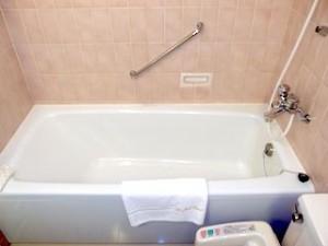 ホテルニューオータニの部屋のバスルーム、バスタブ