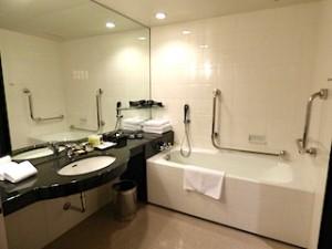 ハイアットリージェンシー大阪のバスルーム全景