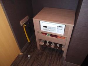 湯本富士屋ホテルの部屋のクローゼット内下部分