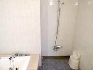 ホテルセトレ神戸・舞子の部屋のバスルーム内のシャワー