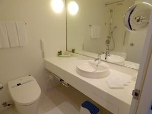 ヒルトン東京ベイ(千葉県浦安市)のセレブリオの部屋のバスルーム洗面台部