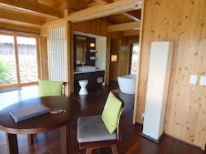 星のや竹富島のバスルーム入口