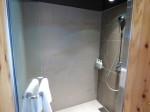 星のや竹富島のバスルームのシャワーブース