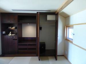 星のや竹富島のベッドルーム内のクローゼット