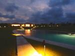 星のや竹富島のプールとゆんたくラウンジ夜景